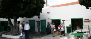 """Weekly market """"La Recova"""" Arrecife"""